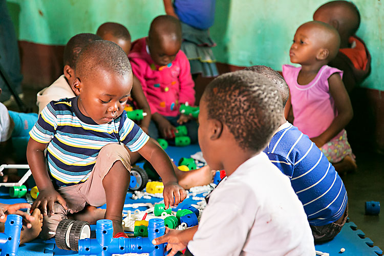 Tips on how to encourage play and prevent children from being deprived of play